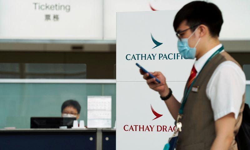"""Honkongo oro linijos """"Cathay Pacific"""" dėl pandemijos atleidžia 24% darbuotojų.  Lam Yik (""""Reuters""""/""""Scanpix"""") nuotr."""