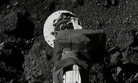 """NASA zondui pavyko""""bakstelėti"""" asteroidą Benu, kad paimtų grunto mėginių"""