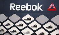 """""""Adidas"""" planuoja parduoti šlubuojantį """"Reebok"""" padalinį"""