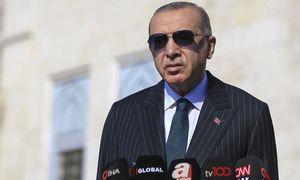 Turkija neatsisakys rusiškų S-400 dėl JAV sankcijų grėsmės