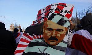 Paskutinę opozicijos ultimatumo dieną A. Lukašenkos rezidenciją Minske saugo 10 šarvuočių