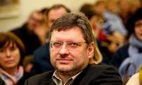 Dėl kontakto su V. Simuliku izoliavosi R. Šarknickas, keturios Seimo darbuotojos