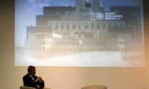 Buvęs britų MI6 vadas: rusai nedaro nieko, kas mus skaldytų, – tai padarėme mes patys