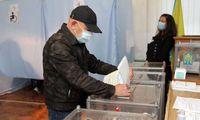 Apklausos: Ukrainos prezidento partija patyrė pralaimėjimą vietos valdžios rinkimuose