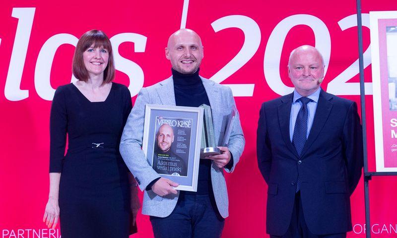 """Tomas Okmanas (viduryje), programavimo UAB """"360 IT"""" direktorius ir vienas iš """"Tesonet"""" įkūrėjų, šiemet tapo """"Metų CEO"""" ir Jaunuoju CEO.  Juditos Grigelytės (VŽ) nuotr."""
