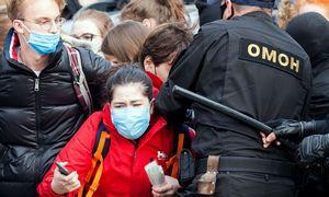 Baltarusijoje per pirmadienio protestus sulaikyta daugiau nei 300 žmonių