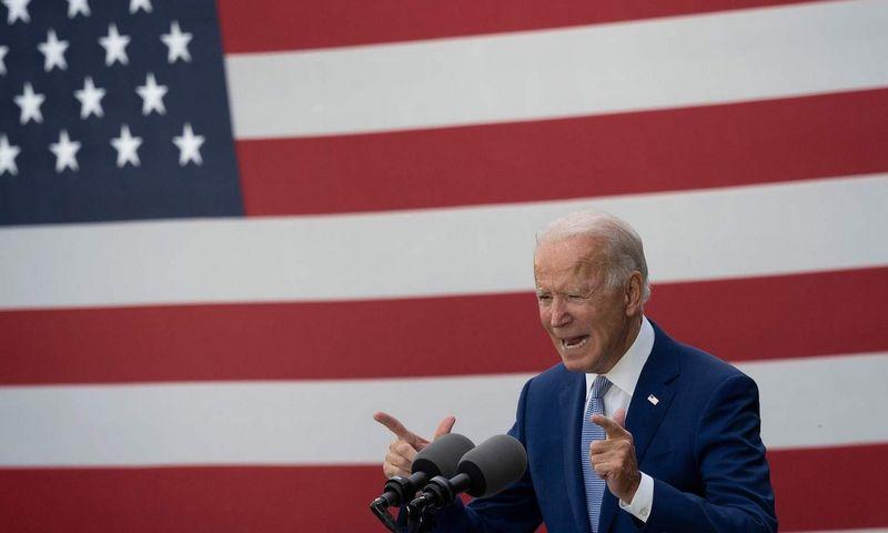 """Demokratų partijos kandidatas Joe Bidenas rinkėjų apklausose solidžiai pirmauja. Jimo Watsono (AFP / """"Scanpix"""") nuotr."""