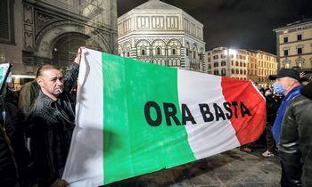 Italijos valdžiai svarstant naujus suvaržymus, Florencijoje prasiveržė smurtas