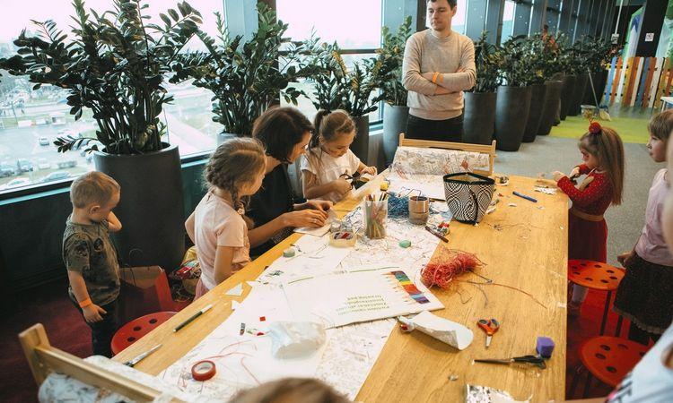 Kaip karantino metu darbdavys gali palengvinti dirbančių tėvų kasdienybę?