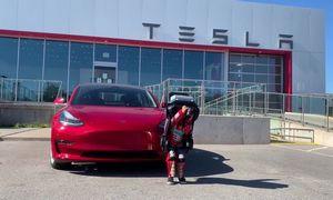 """Pripažinimas – """"Tesla"""" įtraukiama į S&P 500, bus TOP10 emitentas"""