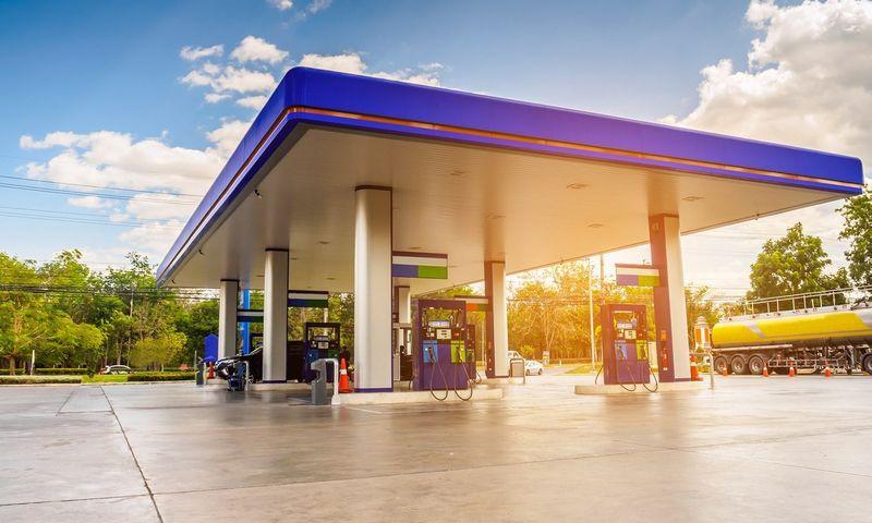 DKV atlikta klientų– 13.842 įmonių 11 Europos valstybių– apklausa rodo, kad įmonėse kelią skinasi alternatyvus kuras: elektromobilius naudoja 13% apklaustųjų, CNG– 7%, biodegalus, augalinį aliejų ar bioetanolį– 4%, LNG– 1%. Lyderiai– Vokietija ir Austrija, Belgija, Nyderlandai, Prancūzija.