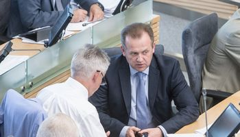 Neišrinkti buvę parlamentarai darbinasi buvusių kolegų padėjėjais