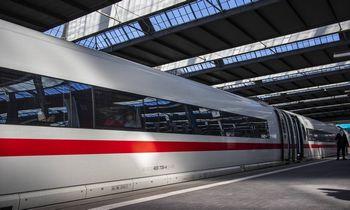 """""""Deutsche Bahn"""" pranešė apie vandeniliu varomų traukinių bandymus"""