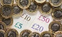 Prognozuojama, kad JK ekonomika šiais metais smigs į giliausią duobę per pastaruosius 300 metų