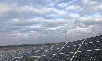 Saulės parkų elektros energija į namus gali būti tiekiama dar šiais metais