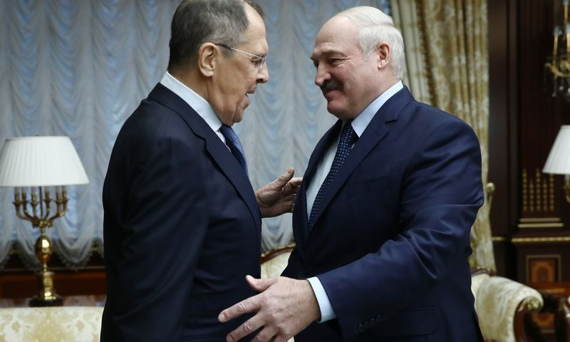 "Sergejus Lavrovas ir Aliaksandras Lukašenka. Valery Sharifulin (TASS/""Scanpix"") nuotr."