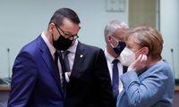 Lenkijos premjeras per pokalbį su A. Merkel vėl pagrasino vetuoti ES biudžetą