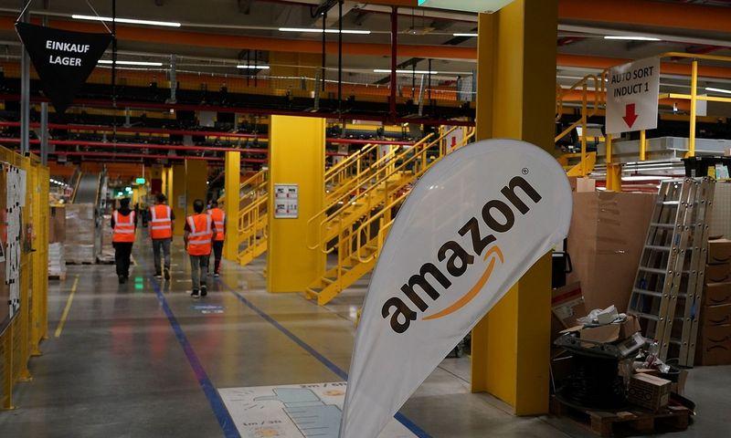 """""""Amazon"""" ne kartą pabrėžė, kad darbuotojų saugumas yra jos prioritetas, tačiau profsajungos ir valdžios atstovai tuo abejoja. Hasano Bratico (SIPA / """"Scanpix"""") nuotr."""
