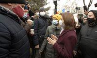 Prieš prisiekiant provakarietiškai M. Sandu, Moldovos parlamentas apribojo prezidento galias
