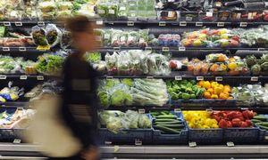 Po neigiama euro zonos infliacija slepiasi augančios kasdienių produktų kainos
