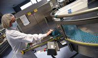 Sukūrus vakciną, estafetęperima pramonė: gamins milijardus dozių