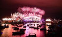 Pasaulis Naujuosius metus pasitinka varžomas pandemijos ir karantino