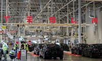 """""""Tesla"""" beveik pasiekė 0,5 mln. automobilių pardavimo per metus tikslą"""
