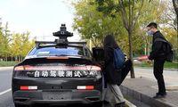"""Kinijos milžinės """"Geely"""" ir """"Baidu"""" kartu kurs elektromobilius"""