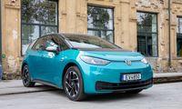 """""""Volkswagen"""" grupės elektromobilių pardavimai pernai išaugo daugiau nei trigubai"""