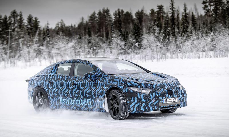 """Aukščiausios klasės elektromobilio """"Mercedes-Benz EQS"""" prototipas. """"Daimler AG"""" nuotr."""