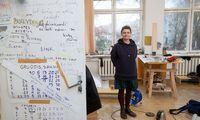 Tapytoja E. Ridikaitė: vietoj garbės daktaro – Nacionalinė premija