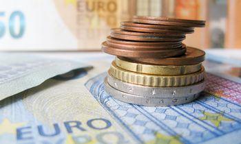 Vyriausybė beveik 6 metams skolinasi už neigiamas 0,218% palūkanas