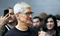 """Timas Cookas: """"Parler"""" galėtų grįžti į """"App Store"""", jei įgyvendintų pokyčius"""