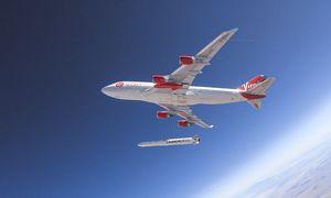 """Sėkmingas """"Virgin Orbit"""" raketos paleidimas: tikimasi, kad skrydžiai pigs"""