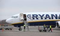 """Veiklą optimizuojanti """"Ryanair"""" iki balandžio iš Lietuvos skraidys tik viena kryptimi"""