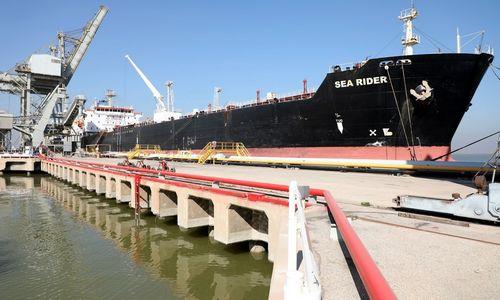 Nafta pabrango nepaisydama neigiamų prognozių