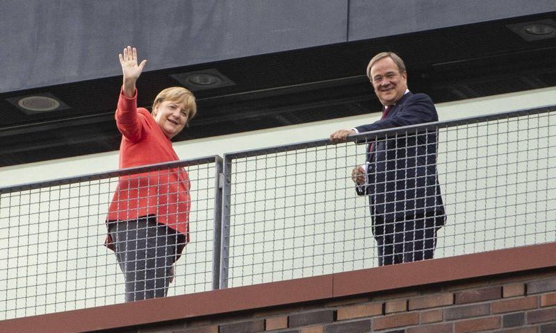 """Angela Merkel ir Arminas Laschetas (""""Reuters"""" / """"Scanpix"""") nuotr."""