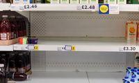 Chaosas pasienyje jau tuština JK parduotuvių lentynas