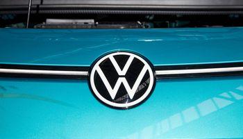"""Nežymiai taršos ribojimą viršijęs """"Volkswagen"""" gaus šimtamilijoninę baudą"""