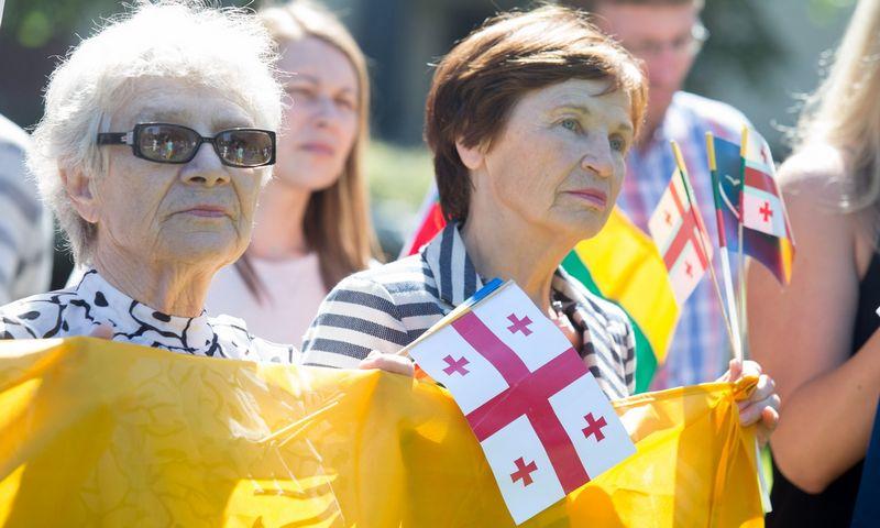 Vilniuje prie Rusijos ambasados 2017 m. vyko taikus protestas prieš Sakartvelo žemių okupaciją. Juditos Grigelytės (VŽ) nuotr.