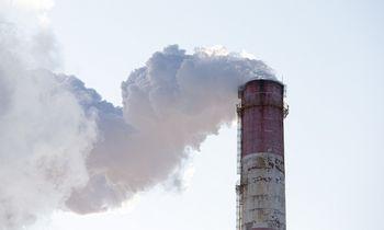 """Naftos gigantė """"Aramco"""" smarkiai pagražino duomenis investuotojams apie savo įtaką klimatui"""