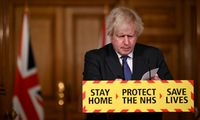B. Johnsonas: gauta duomenų apie britiškosios COVID-19 atmainos didesnį mirtingumą