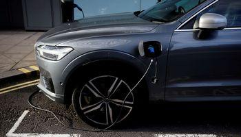 Elektrinė ateitis: technologijų gigantai žengia į autopramonę