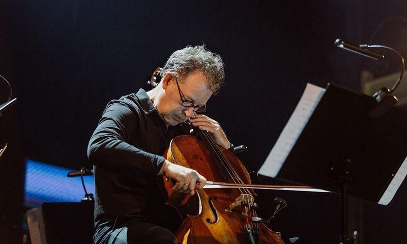 "Violončelininkas Anton Lukoszevieze. ""muzikosruduo.lt"" nuotr."