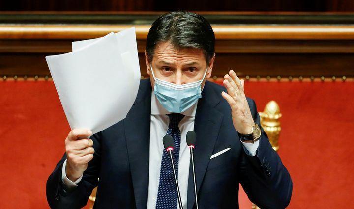 Italijos premjeras atsistatydina, didindamas politinę krizę šalyje