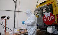 Sveikatos ekspertai siūlo tęsti karantino priemones