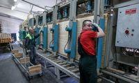 Vokietijos eksportuotojai pozityvūs, nors virš ekonomikos tvenkiasi debesys