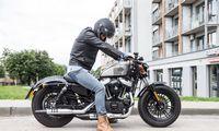 """Stabdyti pardavimų kritimą """"Harley-Davidson"""" bando atsigręždamas į jaunimą"""