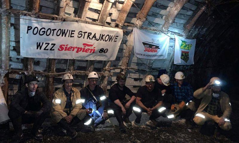 """Lenkijoje prakalbus apie švarios energetikos revoliuciją, strategijos priėmimui priešinosi dėl savo ateities besibaiminantis šalies anglies pramonės sektorius. KKWZZ Sierpien 80 (""""Reuters"""" / """"Scanpix"""") nuotr."""