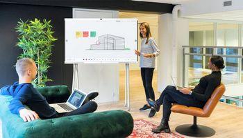 """""""IdeaHub"""" virtualių susitikimų efektyvumui didinti pasitelkė ir dirbtinį intelektą"""